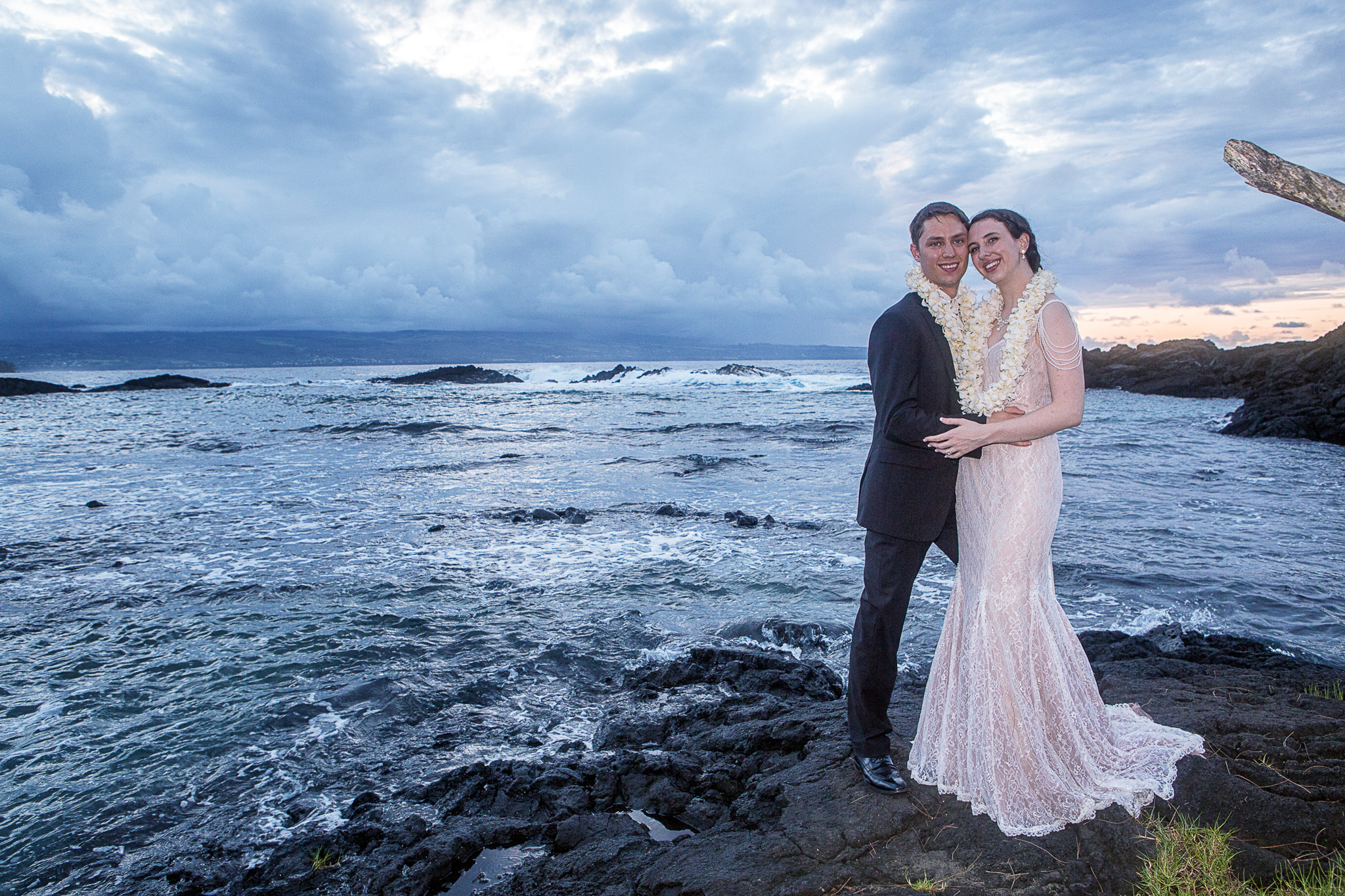 Hawaii Elopement Photography - Sloane and Thomas get Married