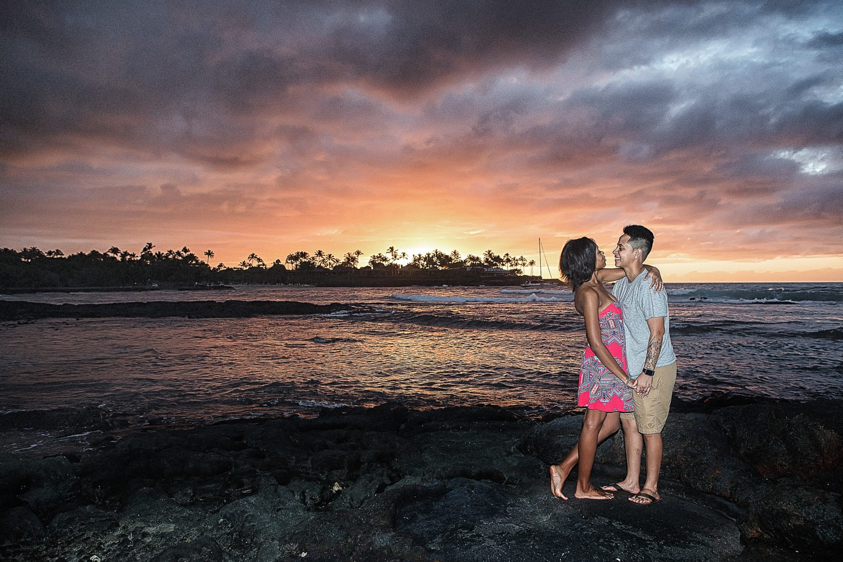 mauna lani sunset couple portrait kailua kona hawaii big island photographer